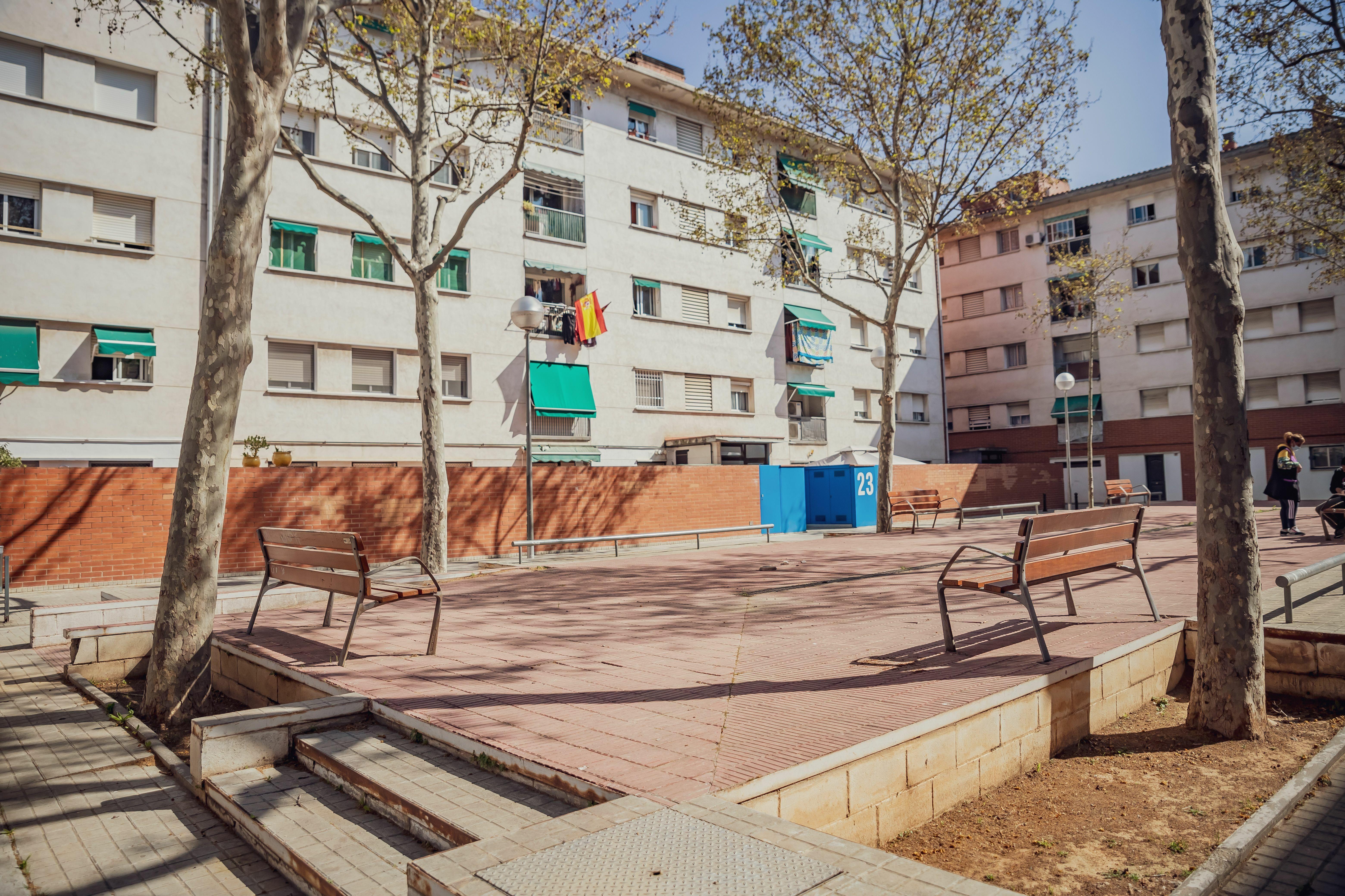 1.Millorar l'antic passeig de Joan Carles I i els patis interiors dels edificis del carrer del Riu Ebre