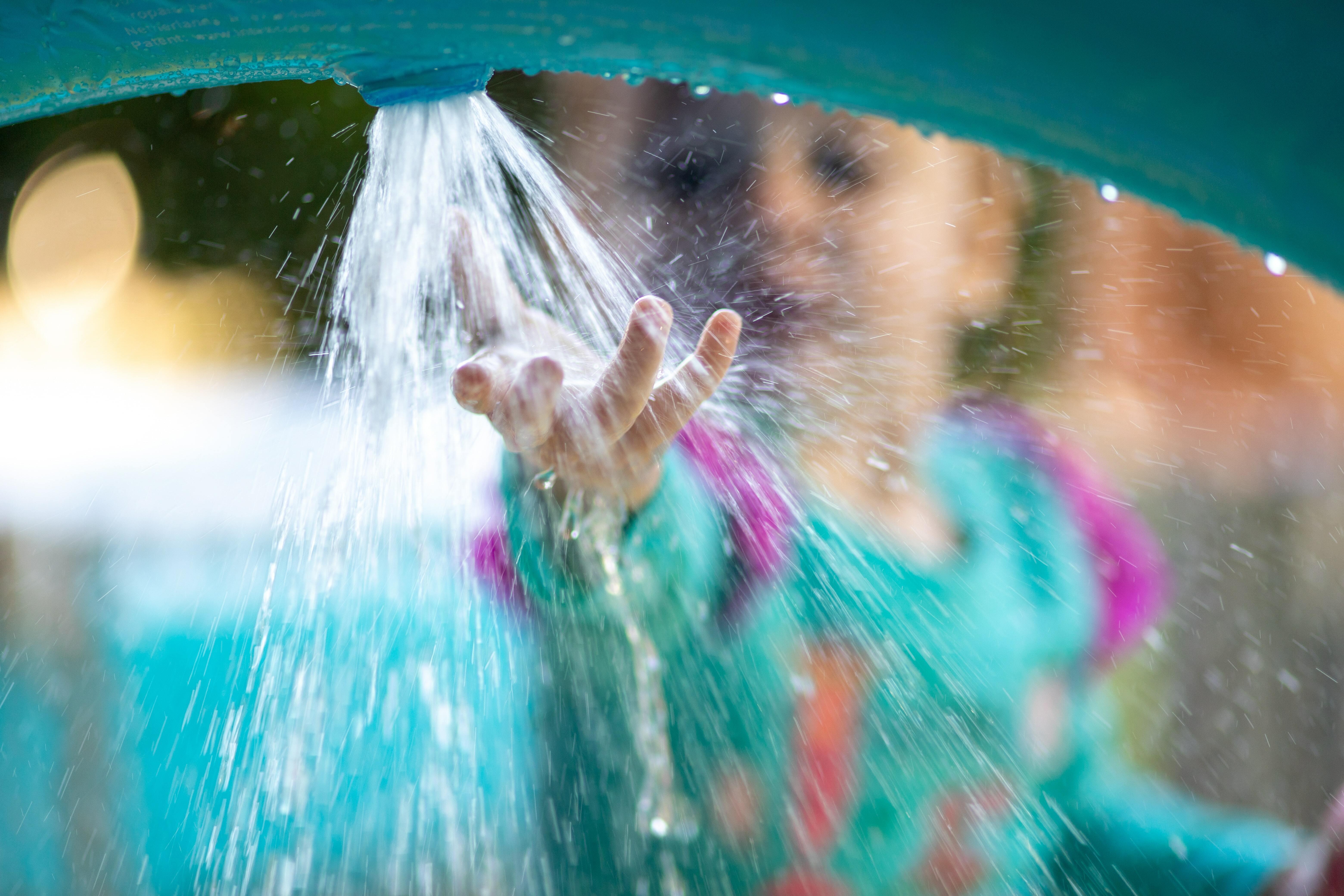 17. Instal•lar jocs infantils d'aigua a la plaça de la Noguera