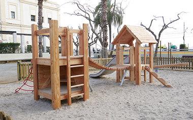 Instal·lar una coberta en un dels parcs infantils