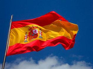 Ubicar banderes espanyoles als llocs on hi ha senyeres (rotonda metal·logènia, plaça Països Catalans)