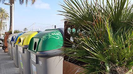 Instal·lar jardineres davant dels contenidors per reduir-ne l'impacte visual (com a Can Manent)